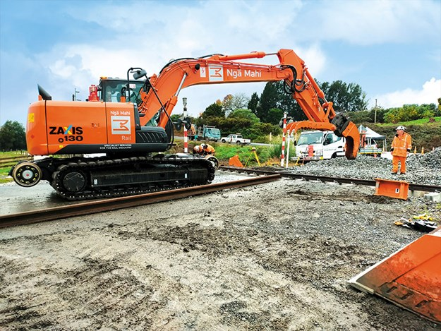Hitachi-machines-hi-rail-3.jpg