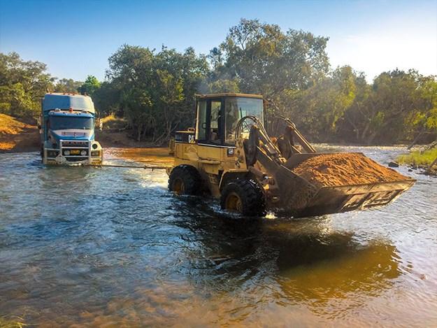 Nick-Jo-Outback-Truckers-3.jpg