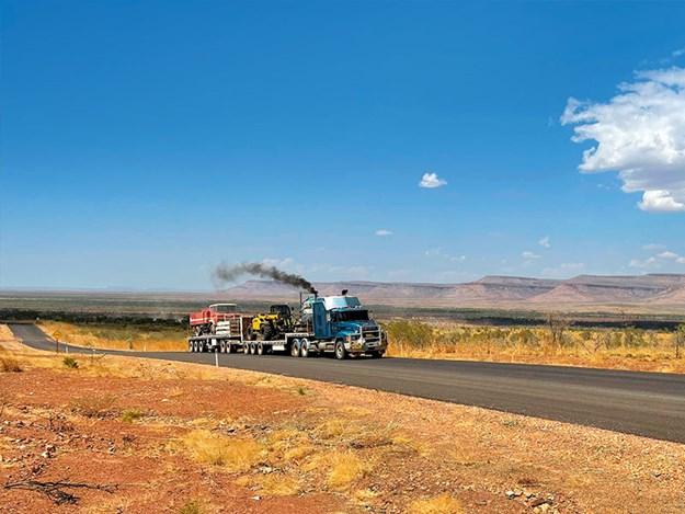 Nick-Jo-Outback-Truckers-4.jpg