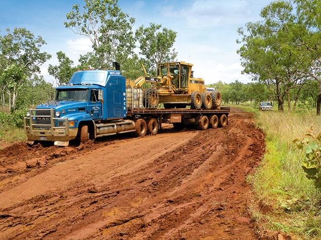 Nick-Jo-Outback-Truckers-8.jpg