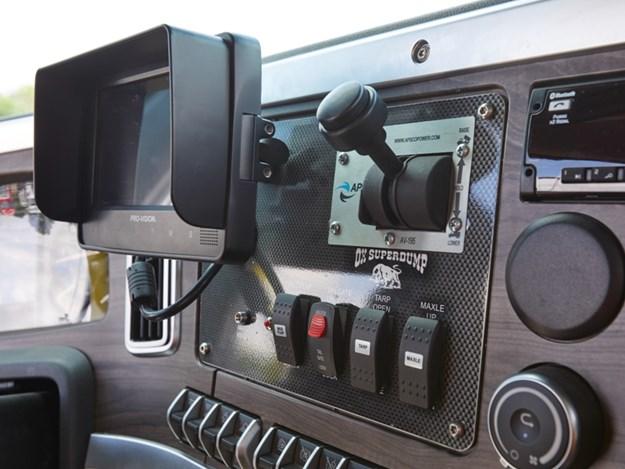 western-star-47x-with-body-controls-on-flex-panel.jpg