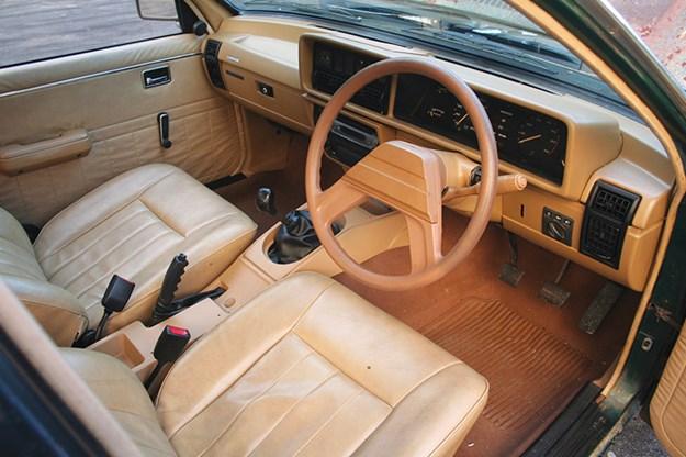 holden-vb-commodore-interior.jpg