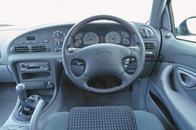 ford-falcon-xr6-dash.jpg
