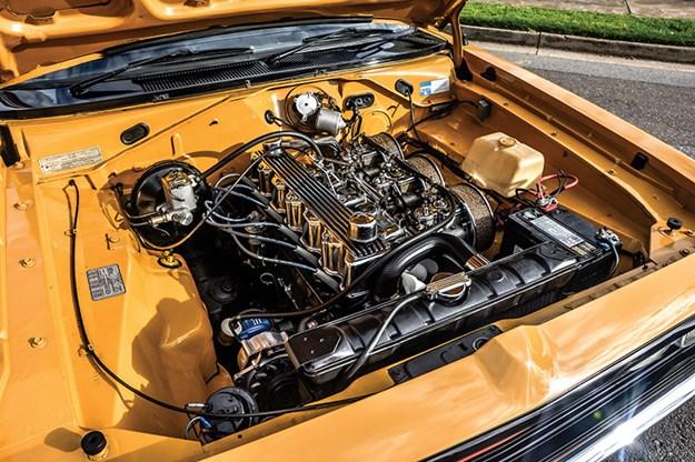 chrysler-vh-pacer-engine-bay-6.jpg