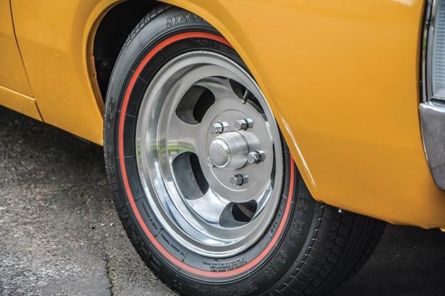 chrysler-vh-pacer-wheel.jpg
