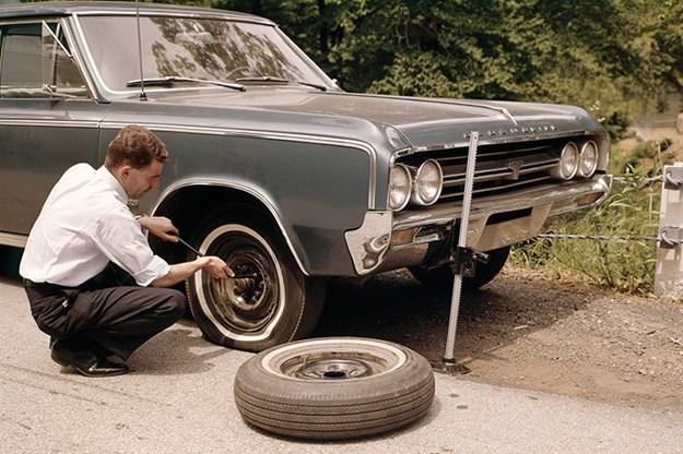 changing-tyre-2.jpg