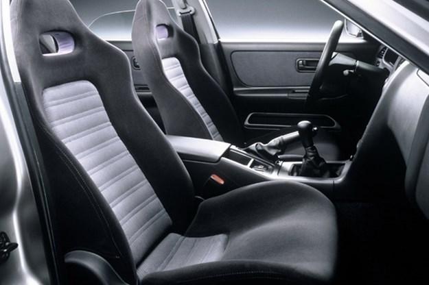 nissan-skyline-r33-interior.jpg
