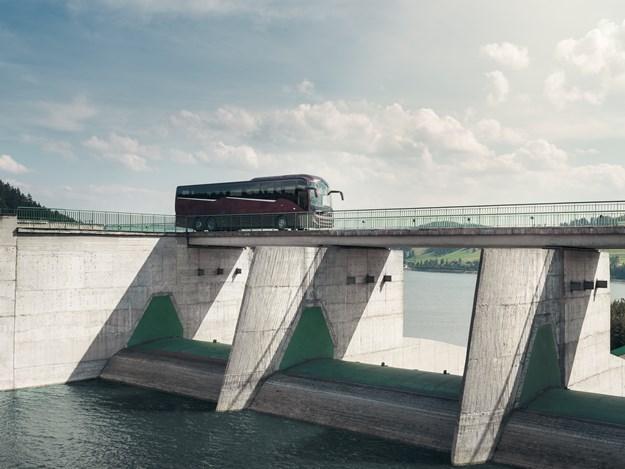 Volvo 9900_Bridge.jpg