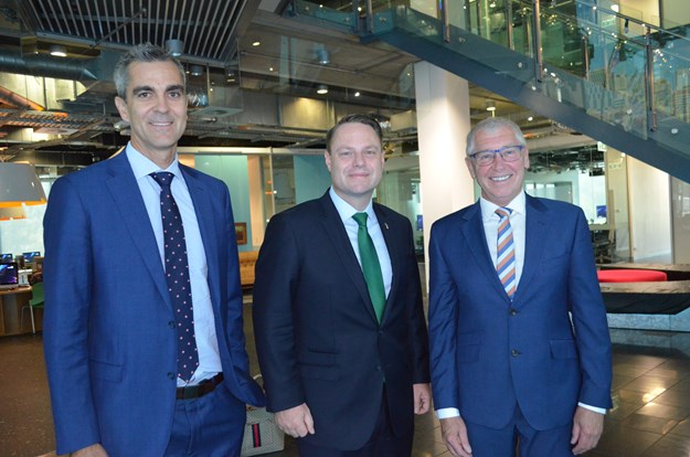 Metro Project Manager Stephen Hammer, Lord Mayor Adrian Schrinner and Peter Dale, HESS.JPG