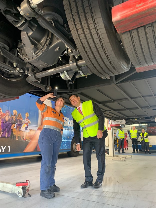 Minister Lee visits Volvo Buses to announce electric vehicle training.jpg