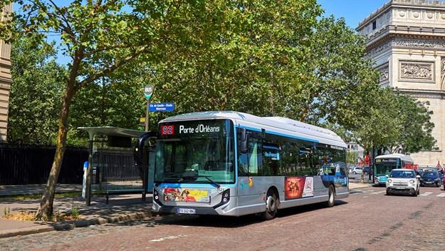 Iveco e-bus paris 591419.jpg