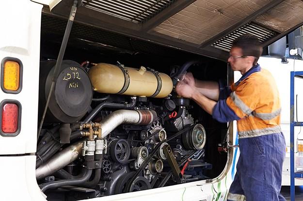 Scania bus technicians DSC_4655 2.jpg