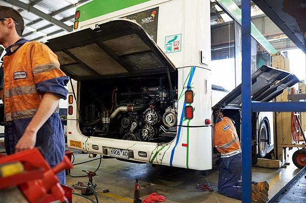 Scania bus technicians DSC_4680 2.jpg
