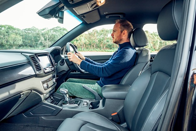 SsangYong_Musso_Unlimited_XLV_front_seat.jpg