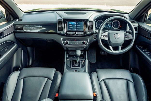 SsangYong_Musso_Unlimited_XLV_interior.jpg