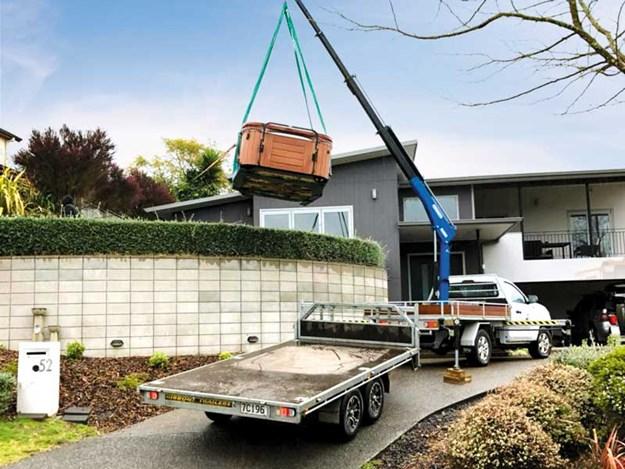 Quicklift-cranes-lifting-spa-pool.jpg