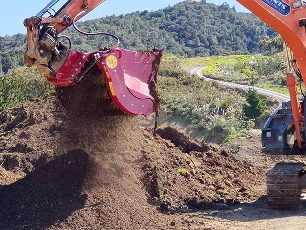 The Lloyd Rotastar screening bucket can be attached directly to excavators