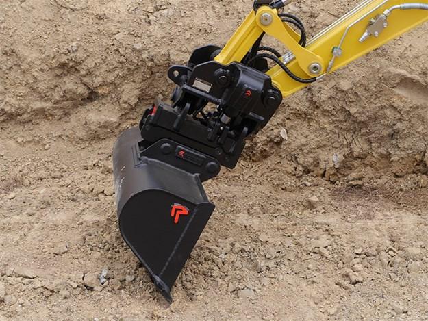 Robur Double Lock Tilt Coupler with standard wide bucket