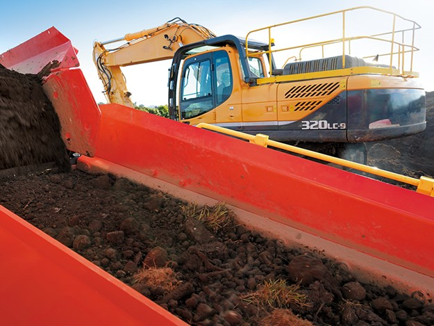 Sandvik QE241 is a vital tool in tackling the peaty soil being processed