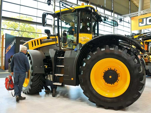 New-version-JCB-8000-Series-Fastrac-launched.jpg