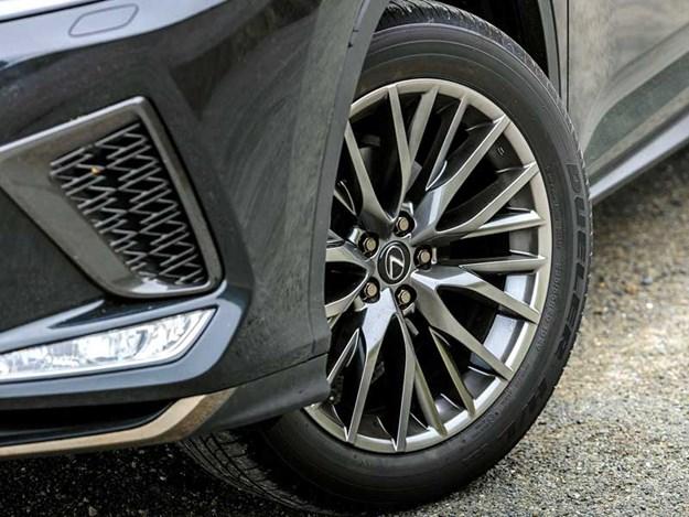 2020-Lexus-RX350,-F-Sport,-wheel-close-up-shot.jpg