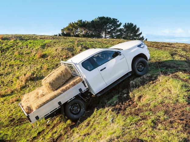Toyota-Hilux-SR-review-4'.jpg