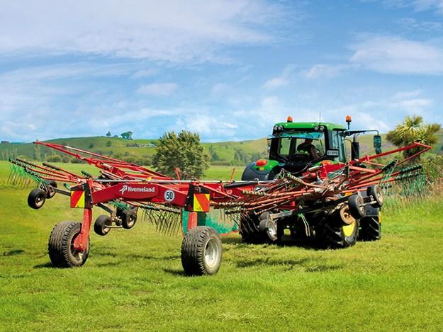 Kverneland-9584C-twin-rotor-rake-review-1.jpg