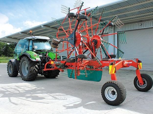 Kverneland-9584C-twin-rotor-rake-review-2.jpg