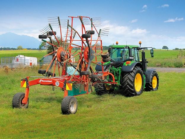 Kverneland-9584C-twin-rotor-rake-review-4.jpg