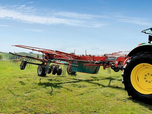 Kverneland-9584C-twin-rotor-rake-review-5.jpg