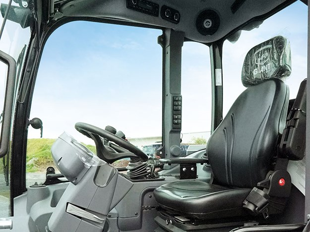 Giant-G5000-wheel-loader-cab.jpg