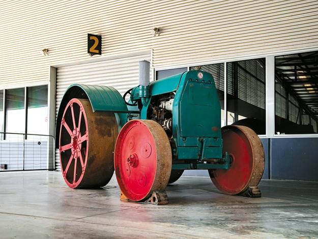 mercedes_tractor_2.jpg