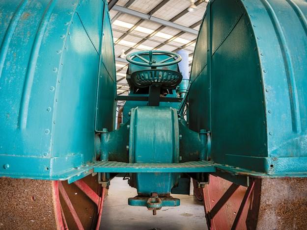 mercedes_tractor_9.jpg