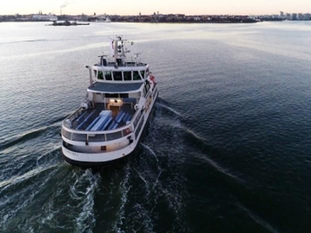 Ice-class_passenger_ferry_Suomenlinna_II.jpg