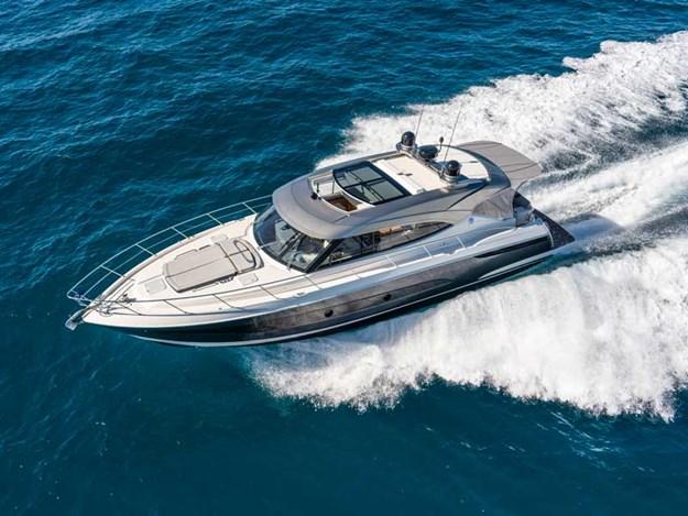 Riviera-5400-Sport-Yacht-Platinum-Edition-Running-01.jpg