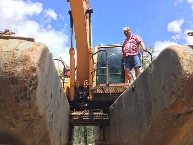REMU-amphibious-excavator