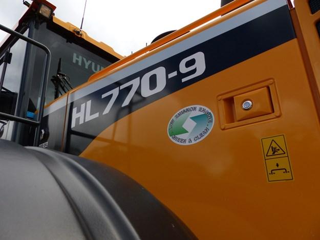 Hyundai-770-9-wheel-loader
