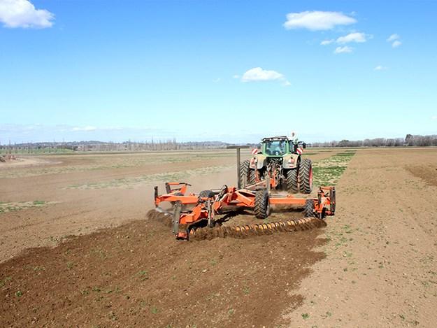 The Brookfield D60-II working a field