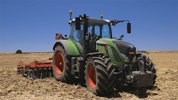 The Fendt 720 S4 front on