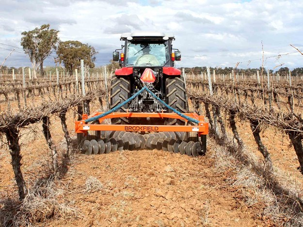 The CrossBar has been designed for inter-row rejuvenation of soil and weeding