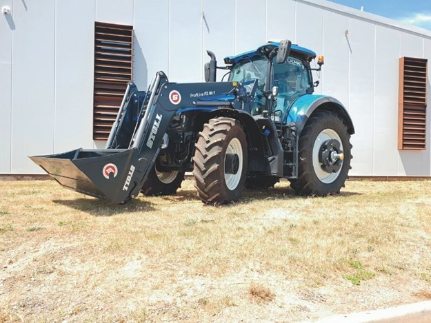Burder Ag loader fitted to a New Holland Tractor
