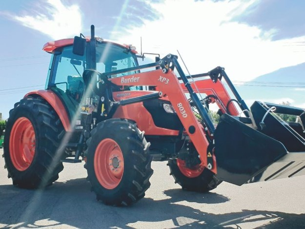 Burder Ag loader fitted to a Kubota Tractor
