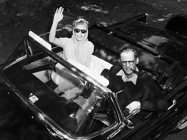 Marilyn-Monroe-ford-thunderbird-and-arthur.jpg