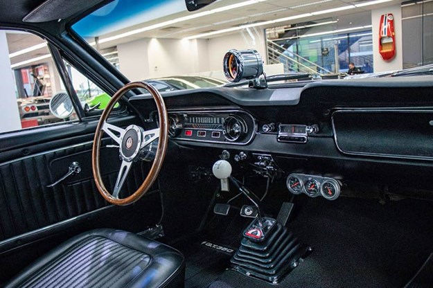ford-mustang-interior.jpg