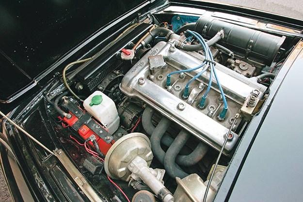 alf-romeo-jz-engine-bay.jpg