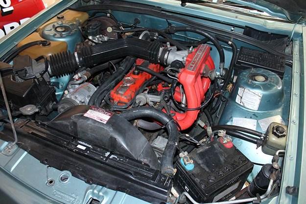holden-vk-engine-bay.jpg