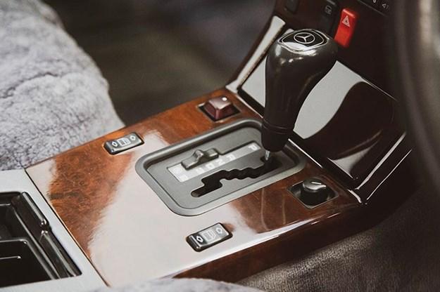 mercedes-benz-sl500-console.jpg