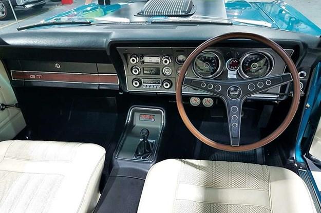 ford-falcon-xy-gt-tribute-dash.jpg