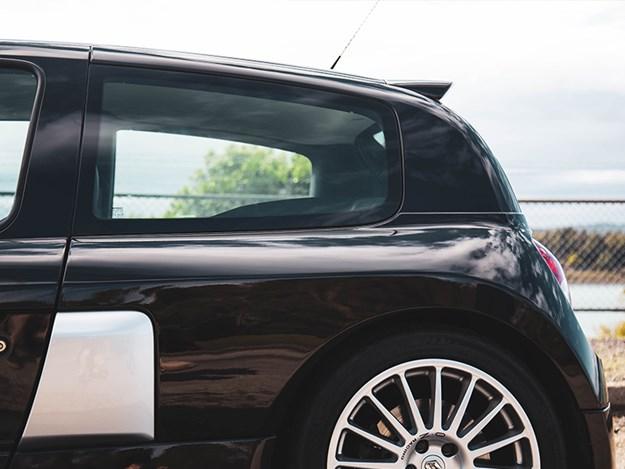 Renault-Clio-V6-rear-engined.jpg