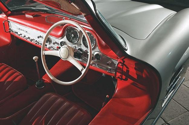 mercedes-benz-300sl-dash.jpg